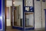 Vstupní dveře do domu, kde se skrýval Kajínek. (8. prosince 2000)